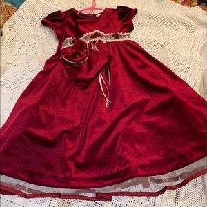 SUCH A SUPER CUTE HOLIDAY DRESS!